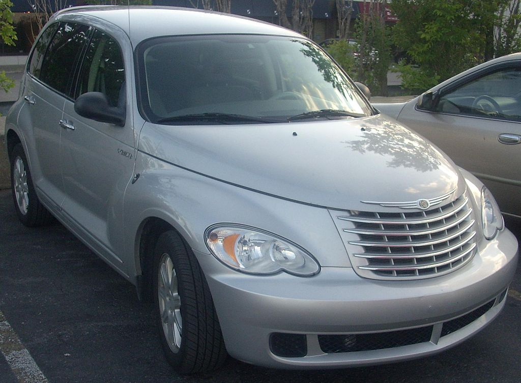 1024px-'06-'09_Chrysler_PT_Cruiser_(Orange_Julep).jpg